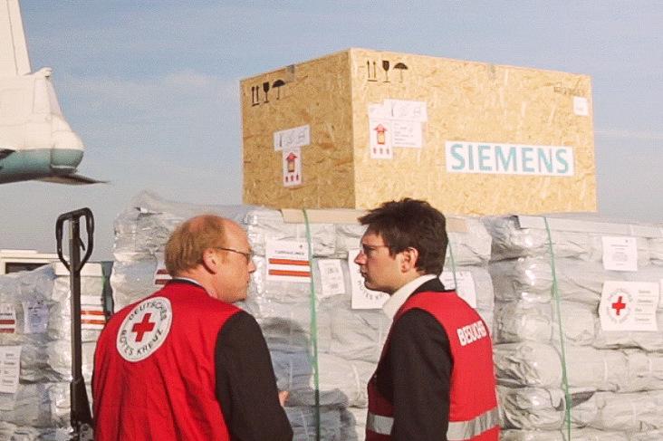 Abflug von Hilfsgütern in Kooperation mit Siemens