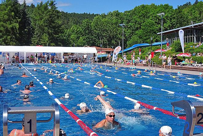Wasserwacht Suhl beim 24 Stunden Schwimmen in Meiningen