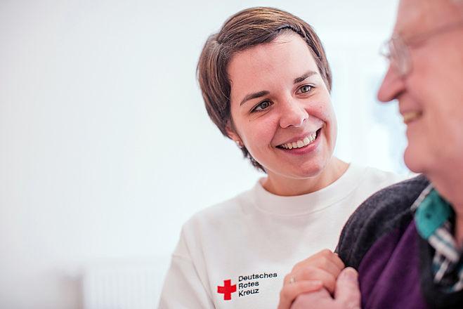 Rotkreuz Symbolfotos, Senioren, Ambulante Pflege, Hausnotruf, Rotkreuz-App MeinDRK, Inklusion und jung und alt